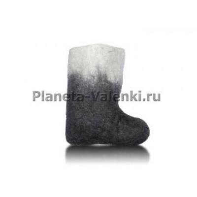 Черно-белые детские валенки ручной валки.